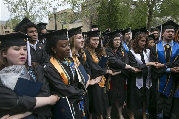Notre Dame students walk out on Pence commencement address