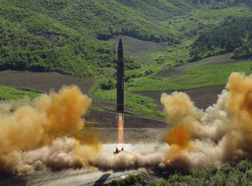 North-Korea-Landing-the-Missile