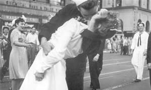 Obit-WWII-Kissing-Sailor-Photo